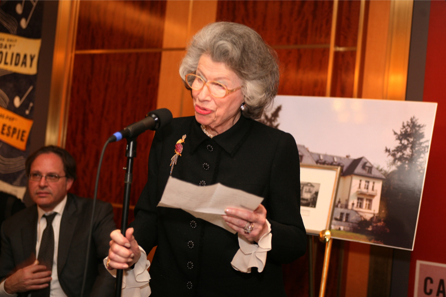 Anna-Maria Kellen Speaking At The Carnegie Hall Gala, 2006 (Photo: Michael Dames)