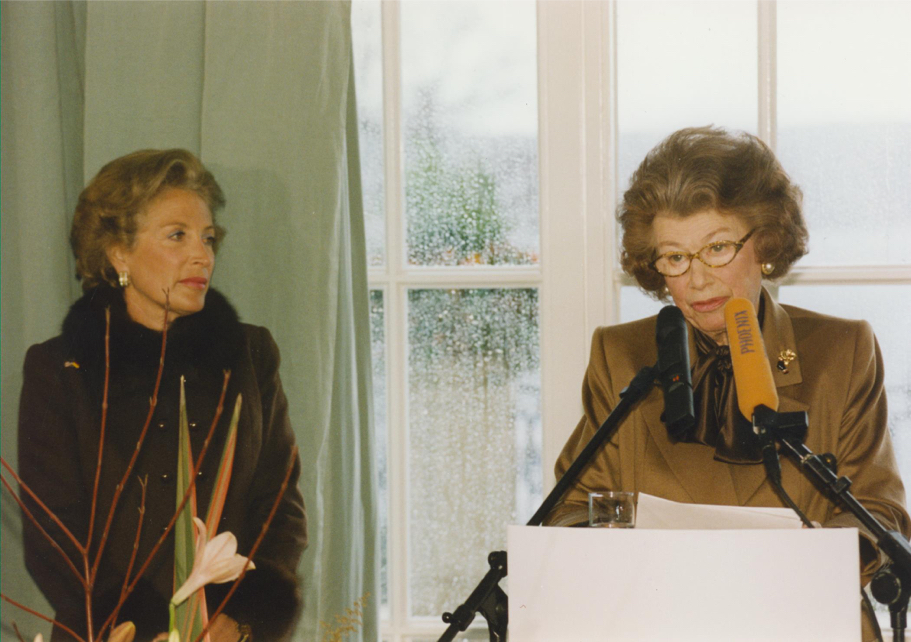 Nina von Maltzahn and Anna-Maria Kellen at the opening of the Hans Arnhold Center, 1998