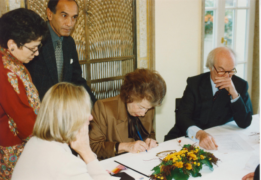 Anna-Maria and Stephen Kellen at the opening of the Hans Arnhold Center, 1998