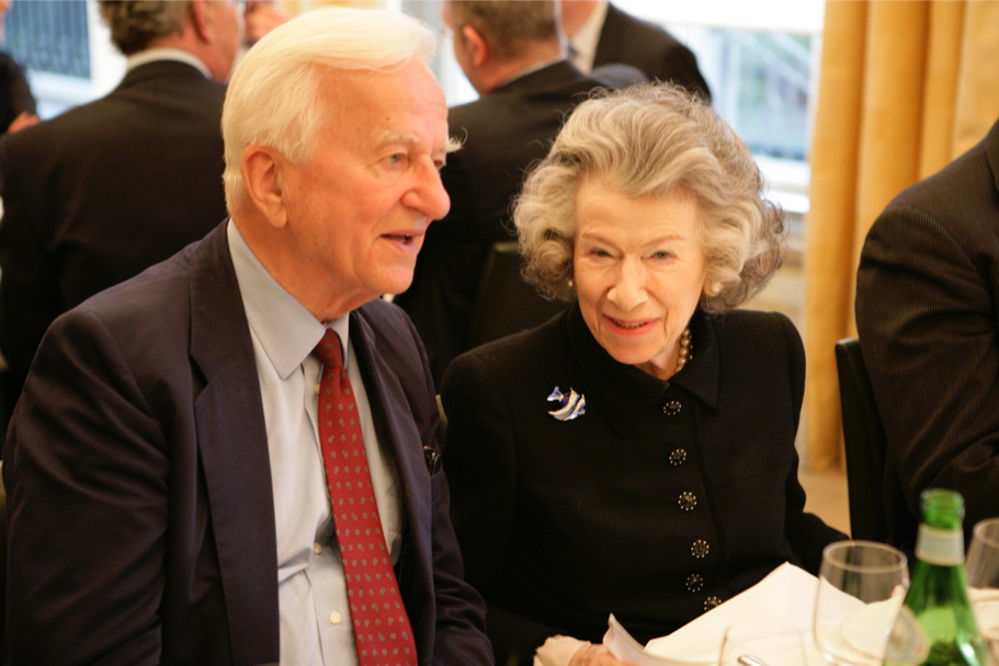 Former German president and Academy founding co-chairman Richard von Weizsäcker with Anna-Maria Kellen at the American Academy, 2006 (Photo: Annette Hornischer)