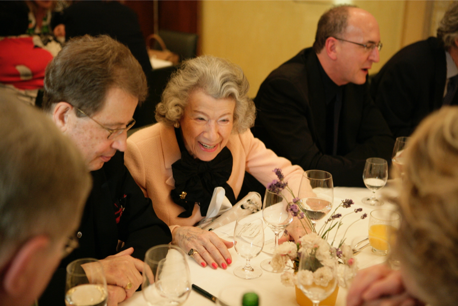 Anna-Maria Kellen at a dinner for general manager of the Metropolitan Opera Peter Gelb (R), 2009 (Photo: Annetter Hornischer)