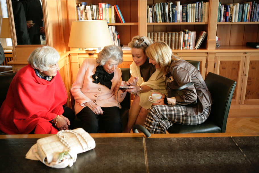 Anna-Maria Kellen and friends in the library of the American Academy, 2009 (Photo: Annette Hornischer)