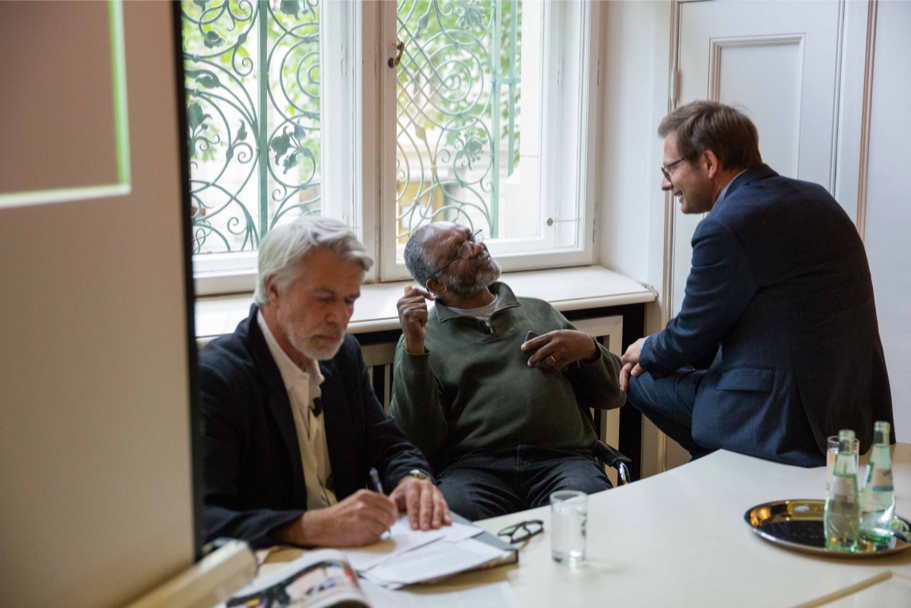 Chris Dercon (L), Kerry James Marshall (C), and Florian Illies, of Grisebach (R), April 29, 2017. (Photo: Annette Hornischer)