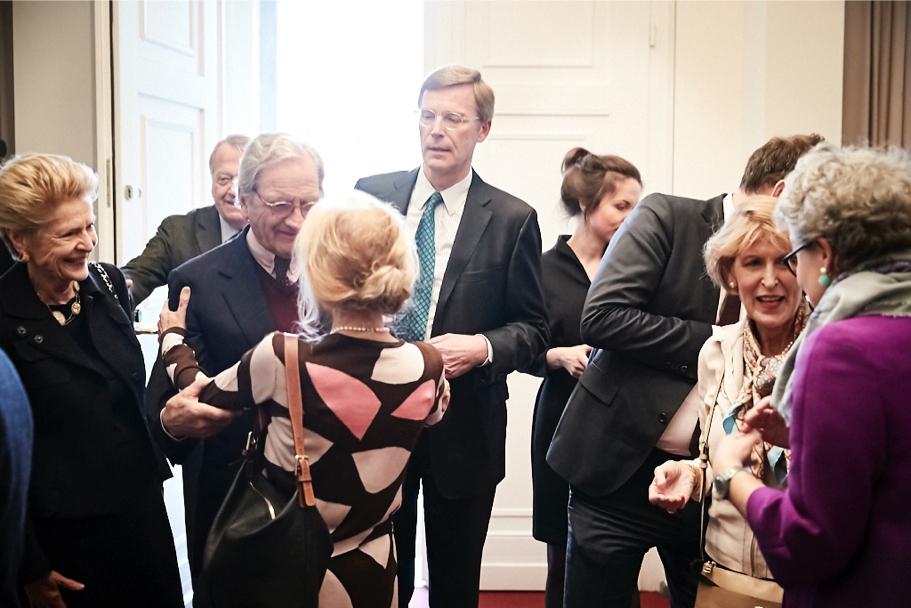 Mary Ellen Schacky-Schultz (L) And Bernd Schultz, Of Grisebach, Hans-Michael Giesen (C), With Regina Casper And Christine Wallich (R). (Photo: Ralph K. Penno)