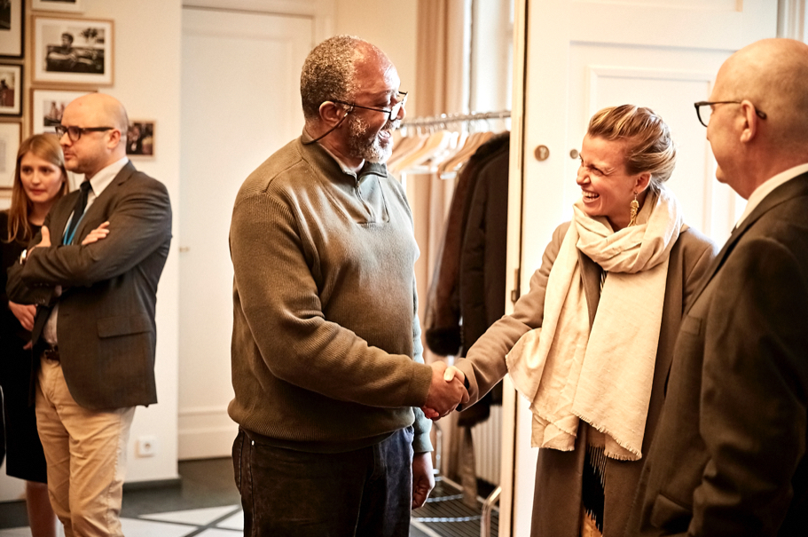 Kerry James Marshall greets journalist Julia Voss, of the Frankfurter Allegmeine Zeitung, April 26, 2017. (Photo: Ralph K. Penno)