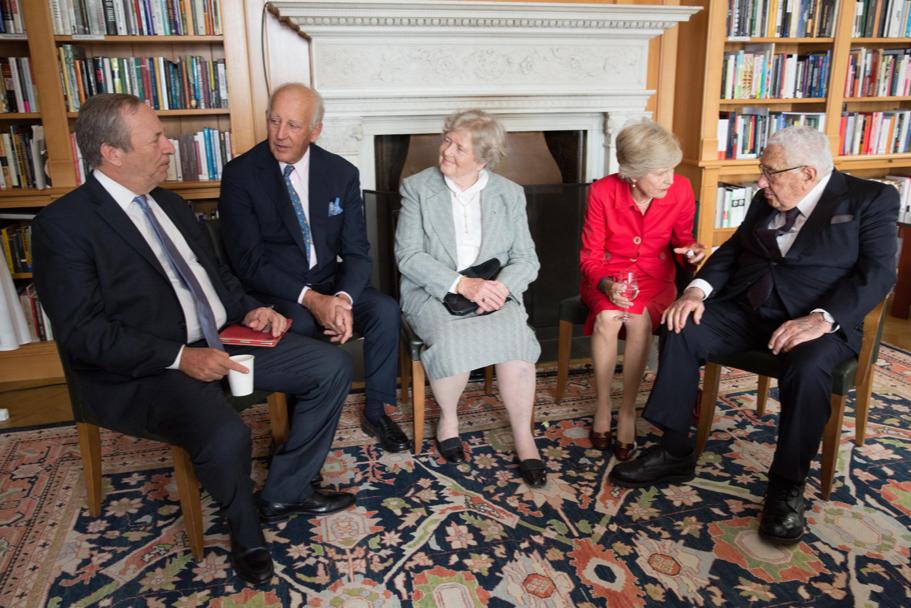 Lawrence H. Summers, Lothar von Maltzahn, Marianne von Weizsäcker, Friede Springer, and Henry Kissinger. Photo: Annette Hornischer.