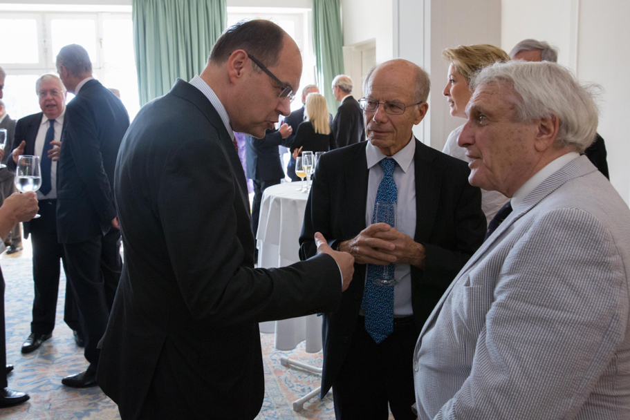 Minister of Food and Agriculture Christian Schmidt speaks with Stephen Krasner of Stanford University and trustee Josef Joffe, editor-publisher of Die Zeit. Photo: Annette Hornischer