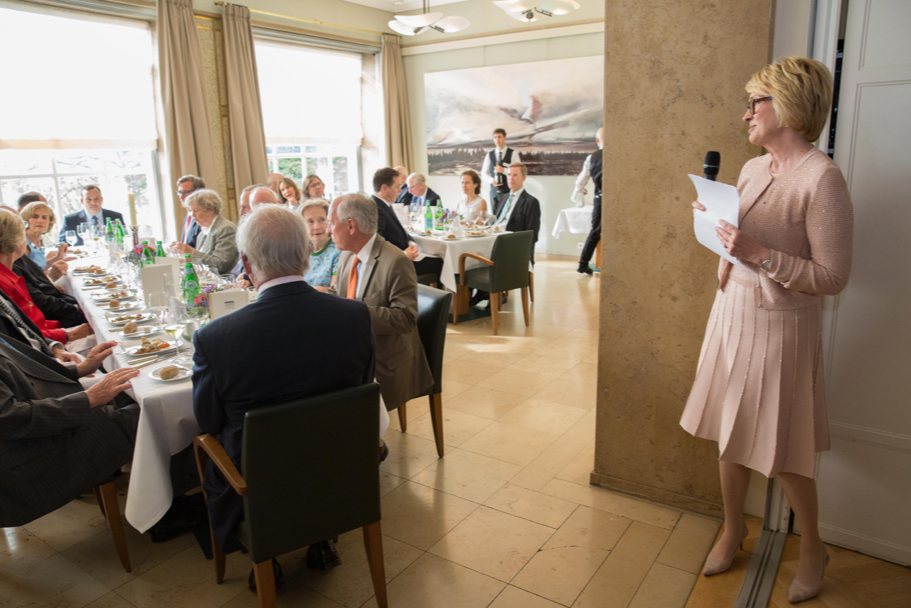 Chairman of the Academy Gahl Hodges Burt gives a toast in honor of Wolfgang Schäuble. Photo: Annette Hornischer