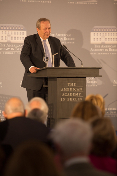 Lawrence H. Summers delivers the laudation for Minister Schäuble at the 2017 Henry A. Kissinger Prize. Photo: Annette Hornischer