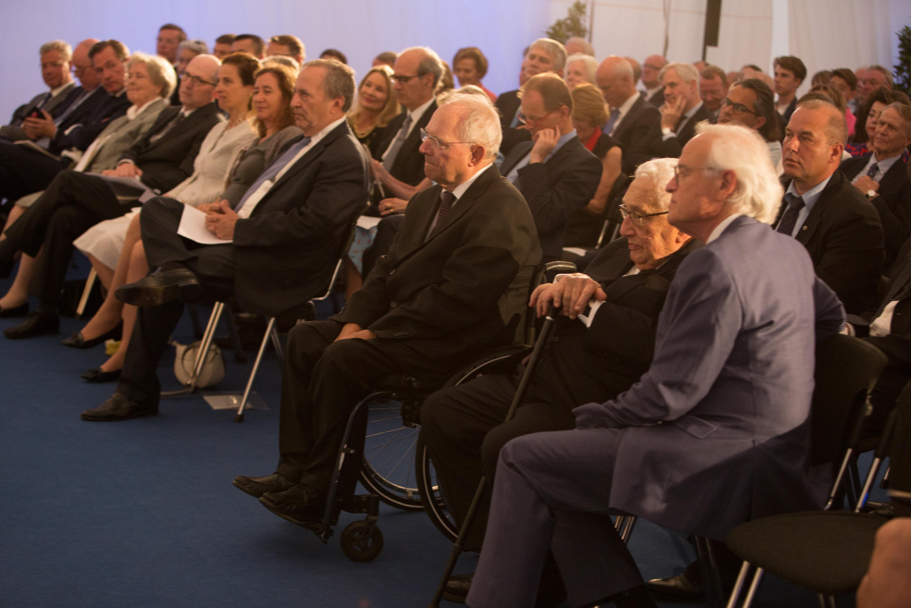 Minister Schäuble listens to the reading of the citation for the 2017 Henry A. Kissinger Prize. Photo: Annette Hornischer