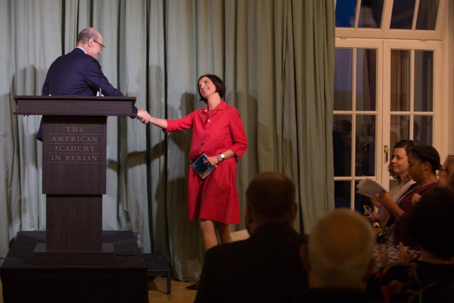 American Academy president Michael Steinberg welcomes president of the WZB Berlin Social Science Center Jutta Allmendinger to the stage. Photo: Annette Hornischer