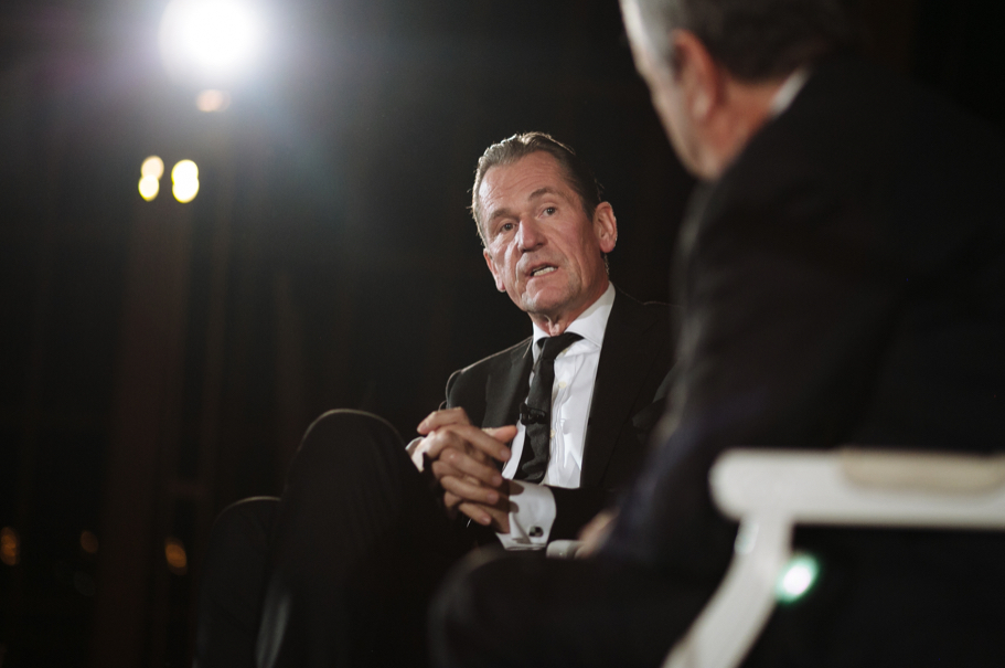 Matthias Döpfner speaks with Thomas Friedman. Photo: Lauren Kallen