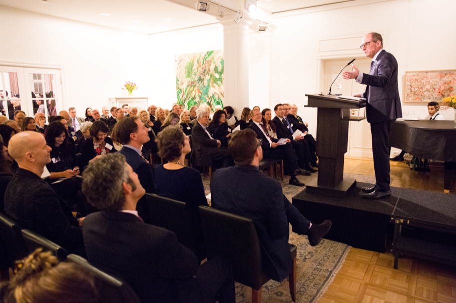 Academy president Michael P. Steinberg welcomes the fortieth class of fellows to the American Academy in Berlin. Photo: Annette Hornischer.