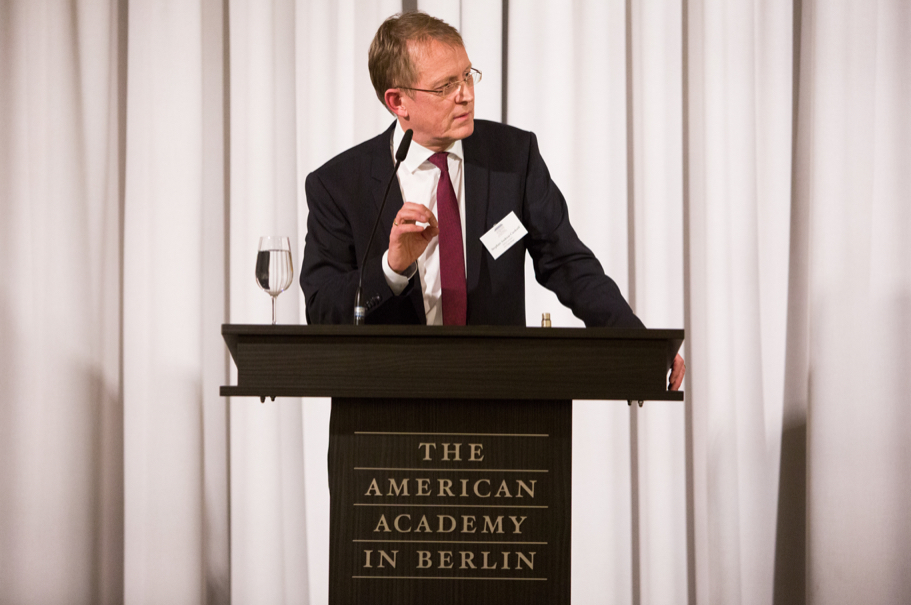 Editor-in-chief Of Der Tagesspiegel Stephan-Andreas Casdorff Delivers Welcoming Remarks At The Spring 2018 Fellows Presentation. Photo: Annette Hornischer.