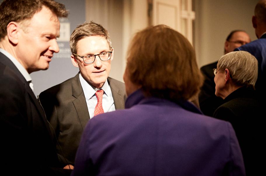 Jörg Lau speaks with Derek Chollet and Angela Stent. Photo: Ralph K. Penno