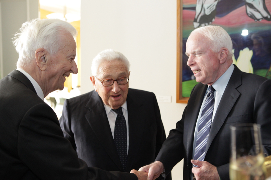 Former Academy co-chairmen Richard von Weizsäcker and Henry A. Kissinger with Senator John McCain. Photo: Annette Hornischer