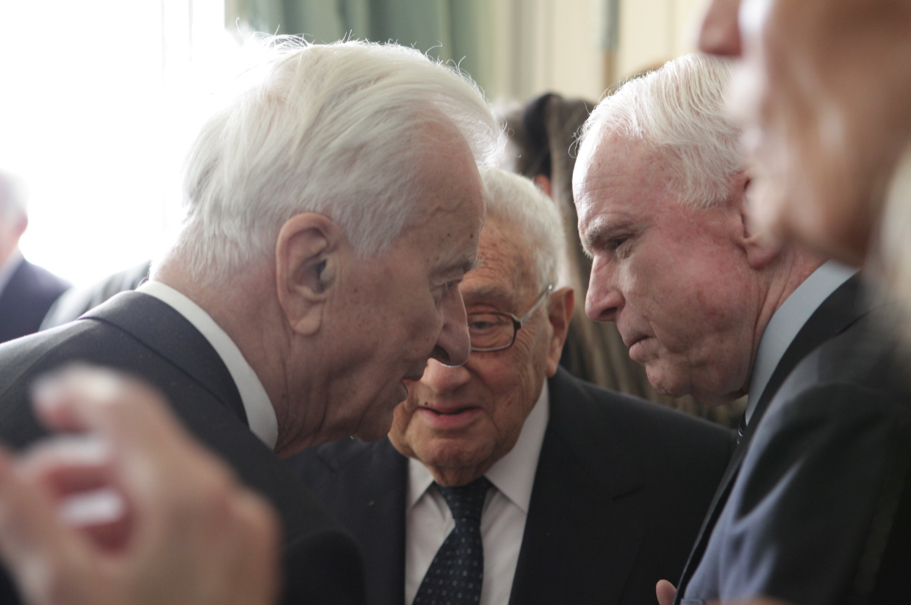 Richard von Weizsäcker, Henry Kissinger, and John McCain. Photo: Annette Hornischer