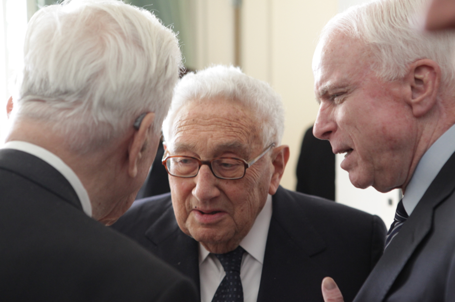 Richard von Weizsäcker, Henry A. Kissinger, and John McCain. Photo: Annette Hornischer