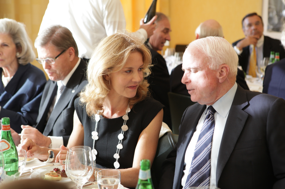 Comtesse Vera de Lesseps speaks with John McCain at the dinner for the 2013 Henry A. Kissinger Prize posthumously honoring Ewald-Heinrich von Kleist. Photo: Annette Hornischer