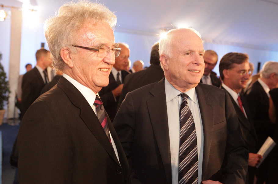 Former chairman of the Munich Security Conference Horst Teltschik and Senator John McCain at the 2013 Henry A. Kissinger Prize. Photo: Annette Hornischer