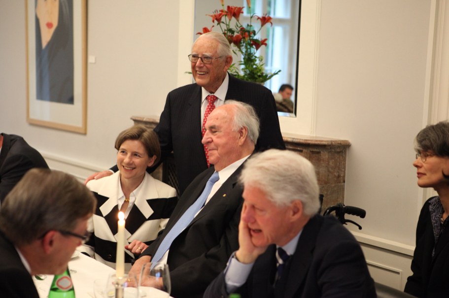 Mareike Kohl, Erivan Haub, Helmut Kohl, and Bill Clinton at the dinner for the 2011 Henry A. Kissinger Prize. Photo: Annette Hornischer