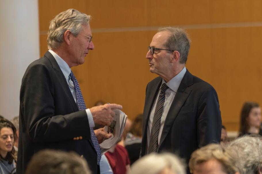 Klaus Vogt speaking with Michael Sternberg. Photo: Oscar Frasser