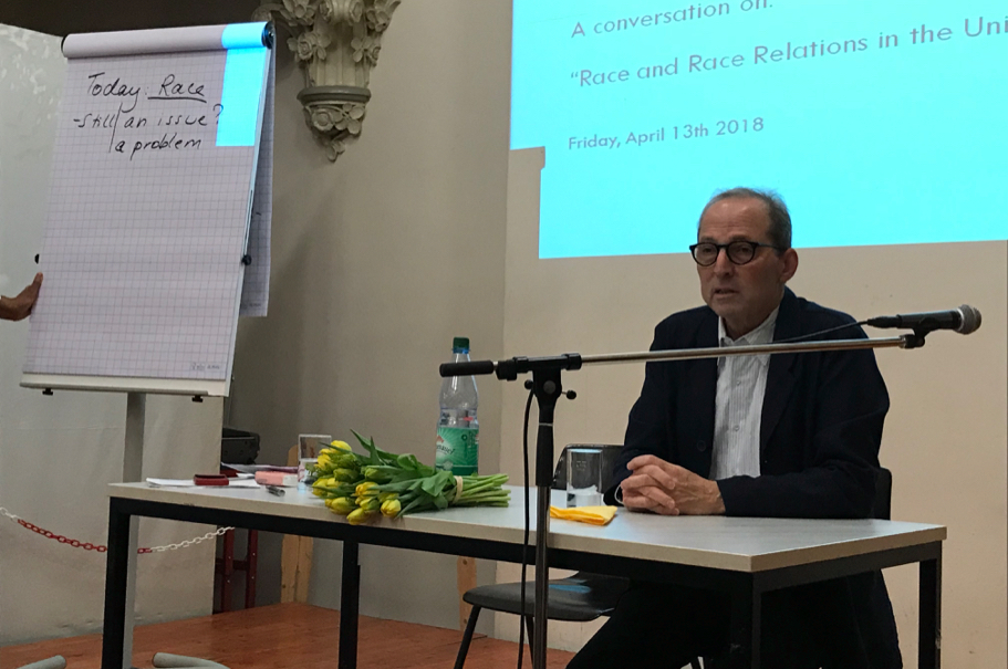 Michael Steinberg speaks to a class at the Katholisches Schulzentrum Edith Stein.