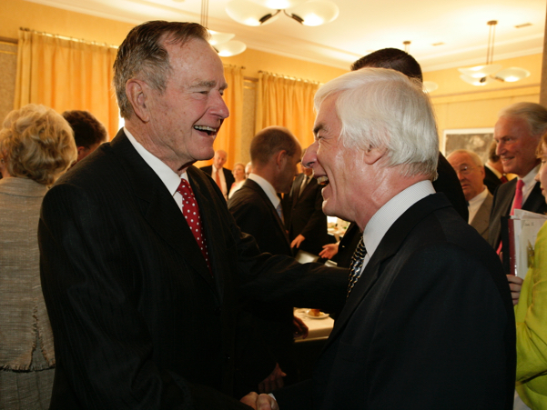 George H.W. Bush speaks with Academy trustee Gerhard Casper, former president of Stanford University. Photo: Annette Hornischer