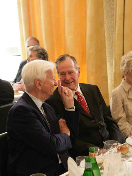Former German president Richard von Weizsäcker and former US president George H.W. Bush at the dinner for the 2008 Henry A. Kissinger Prize. Photo: Annette Hornischer