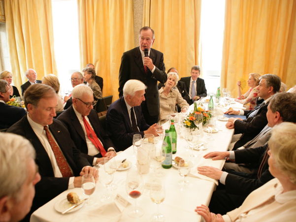 George H.W. Bush delivers a toast at the dinner preceding the 2008 Henry A. Kissinger Prize, honoring his legacy in transatlantic relations. Photo: Annette Hornischer