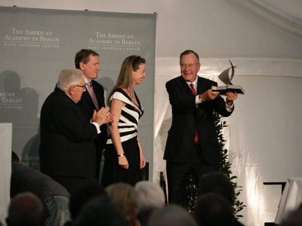 George H.W. Bush accepts the 2008 Henry A. Kissinger Prize. Photo: Annette Hornischer