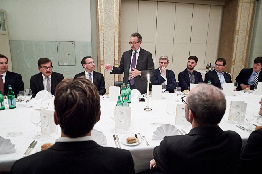 Pascal Levensohn at the dinner preceding his lecture. Photo: Ralph K. Penno