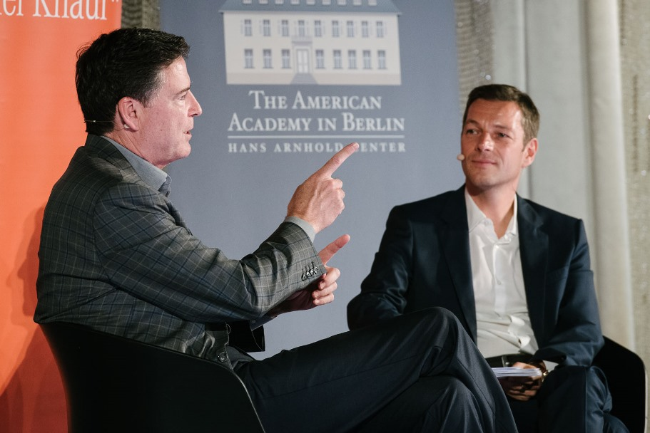 James Comey And Holger Stark. (Photo: DIE ZEIT / Phil Dera)