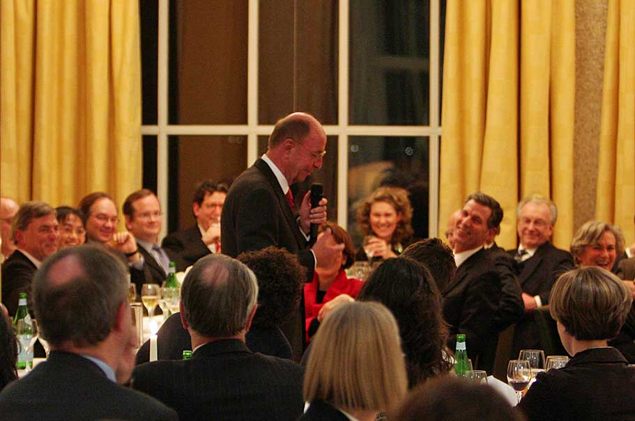Berthold Leibinger delivers a toast at the American Academy, 2007. Photo: Annette Hornischer