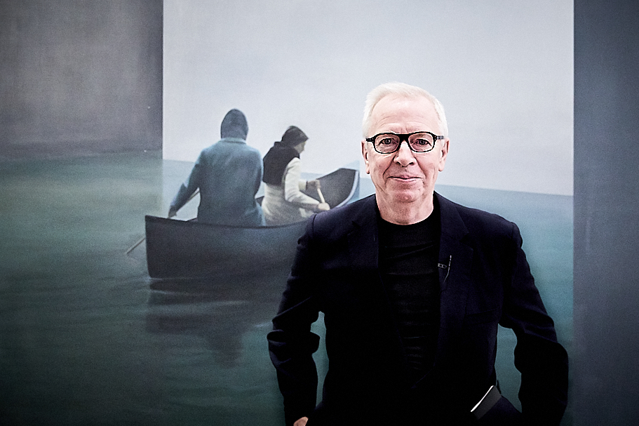 "Sir David Chipperfield in the lobby of the American Academy in Berlin before his March 21, 2019, lecture. (Painting: Tim Eitel, ""Boat,"" 2004). Photo: Ralph K. Penno"