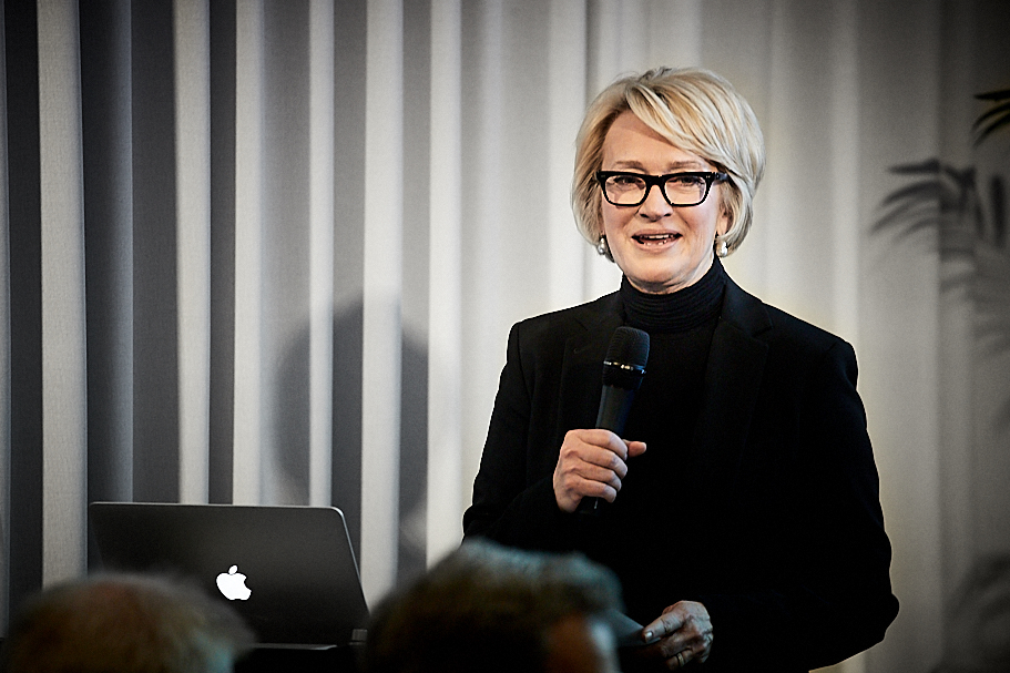 American Academy in Berlin chairwoman Gahl Burt delivers introductory remarks for Sir David Chipperfield's lecture on March 21, 2019. Photo: Ralph K. Penno