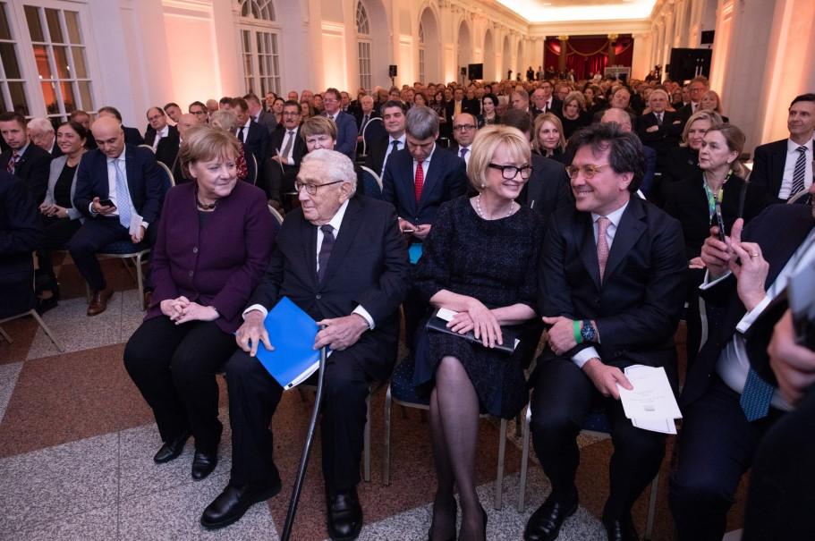 Angela Merkel, Henry A. Kissinger, Academy chairman Gahl Burt, and trustee Andrew Gundlach. Photo: Annette Hornischer