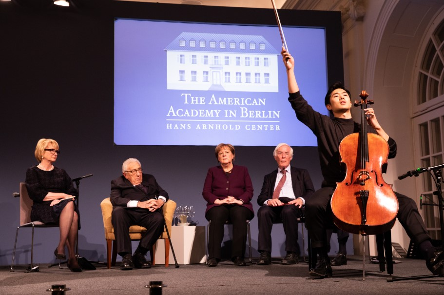 Cellist Bumjum Kim from the Karajan Akademie of the Berlin Philharmonic plays at the conclusion of the Kissinger Prize ceremony. Photo: Annette Hornischer